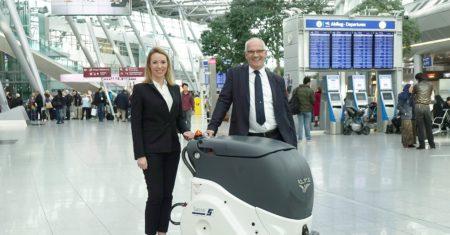 Flächenreinigung 2.0: Flughafen Düsseldorf und Sasse Aviation Service testen Reinigungsroboter